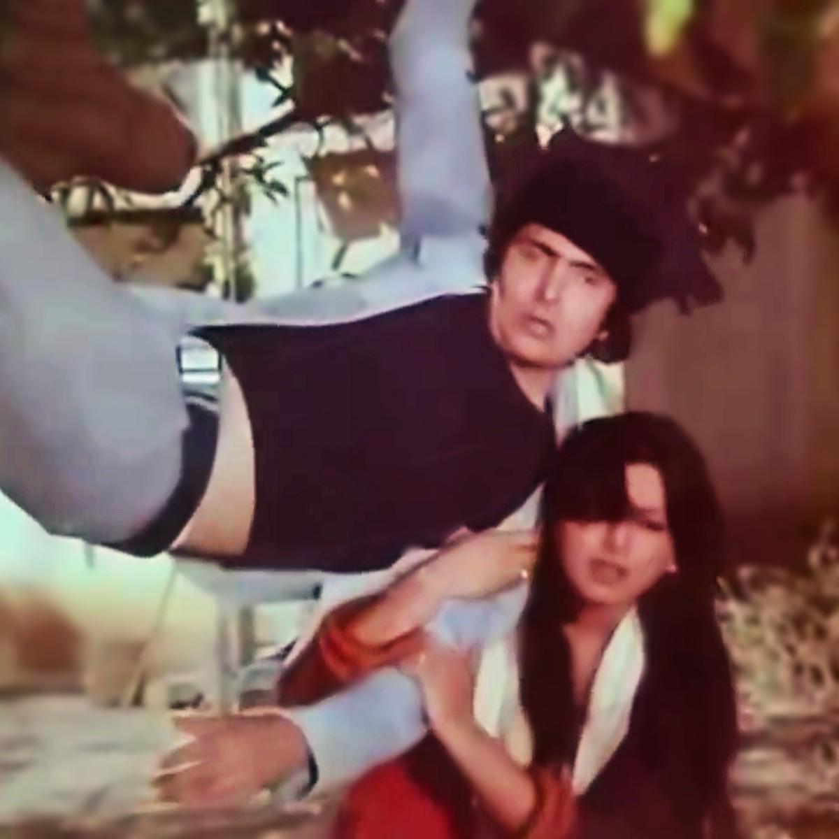 """Rishi Kapoor and Neetu Singh in """"Khullam khulla pyar karenge..."""" from KHEL KHEL MEIN (1977)"""