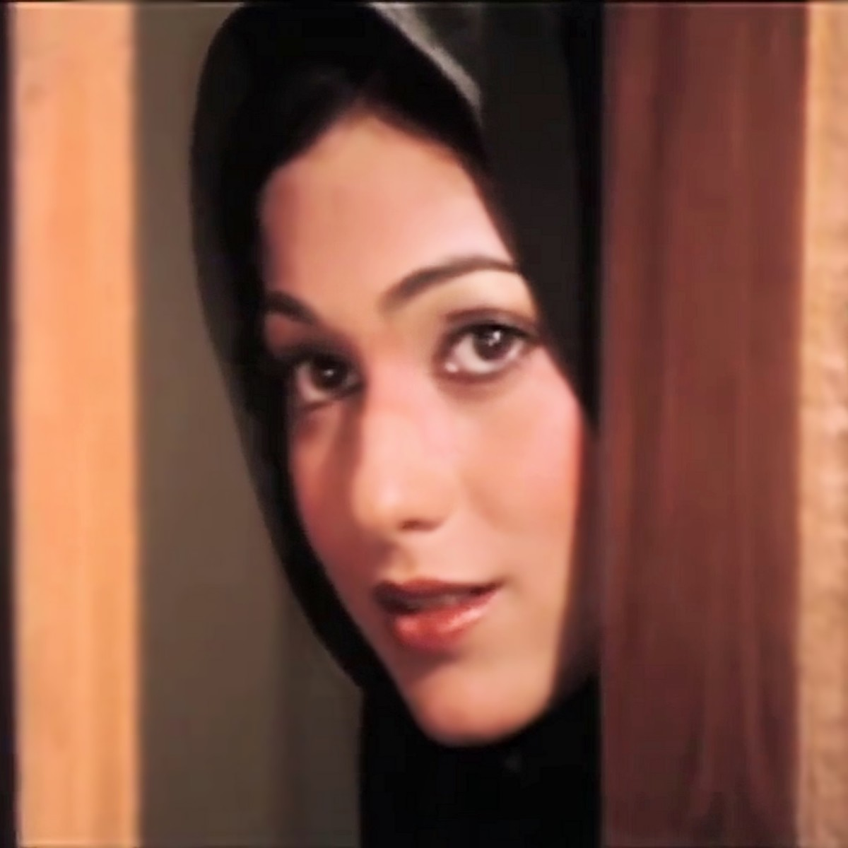 "Tina Munim in the song ""Dard-e-dil dard-e-jigar dil mein..."" from KARZ (1980). The beautiful actress was a perfect foil to Rishi Kapoor, and together they scripted a memorable box office hit!"