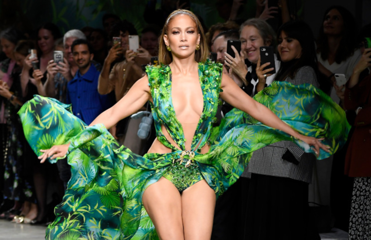 Don't imitate Jlo's Versace Look, you just cannot