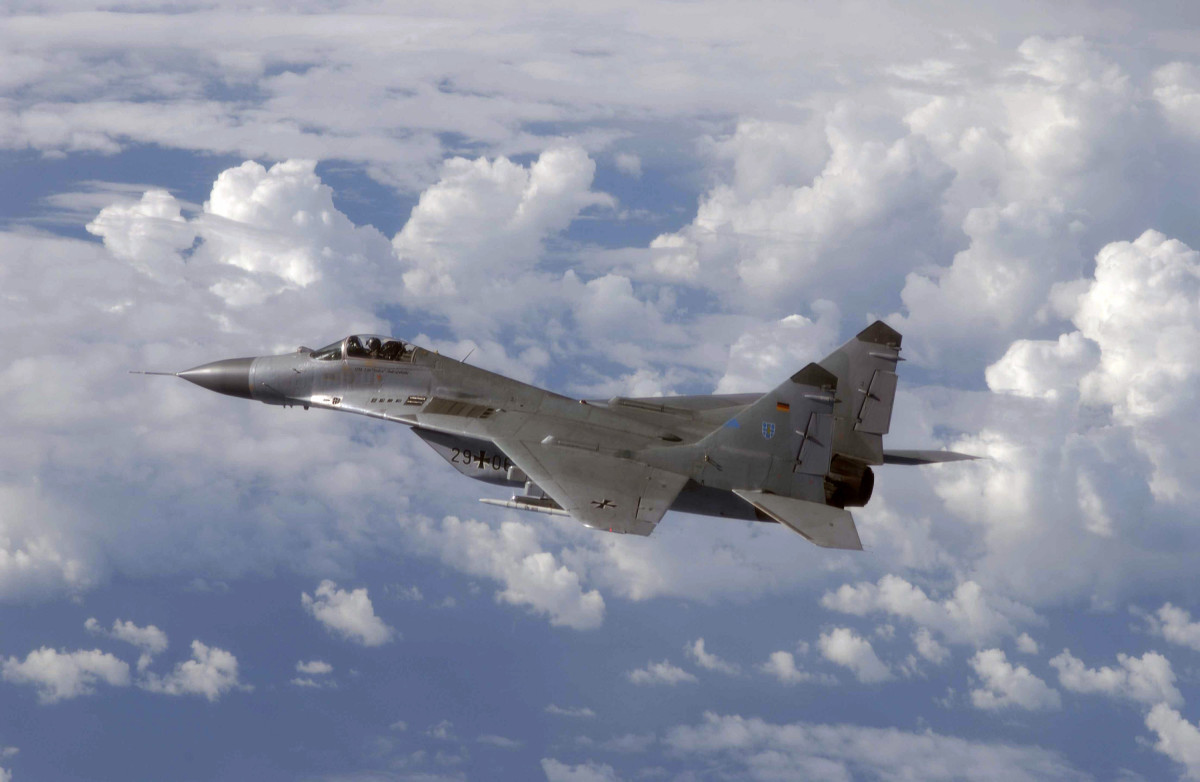 Evaluating the Mig 29 the Soviet Answer to the American F-15/16