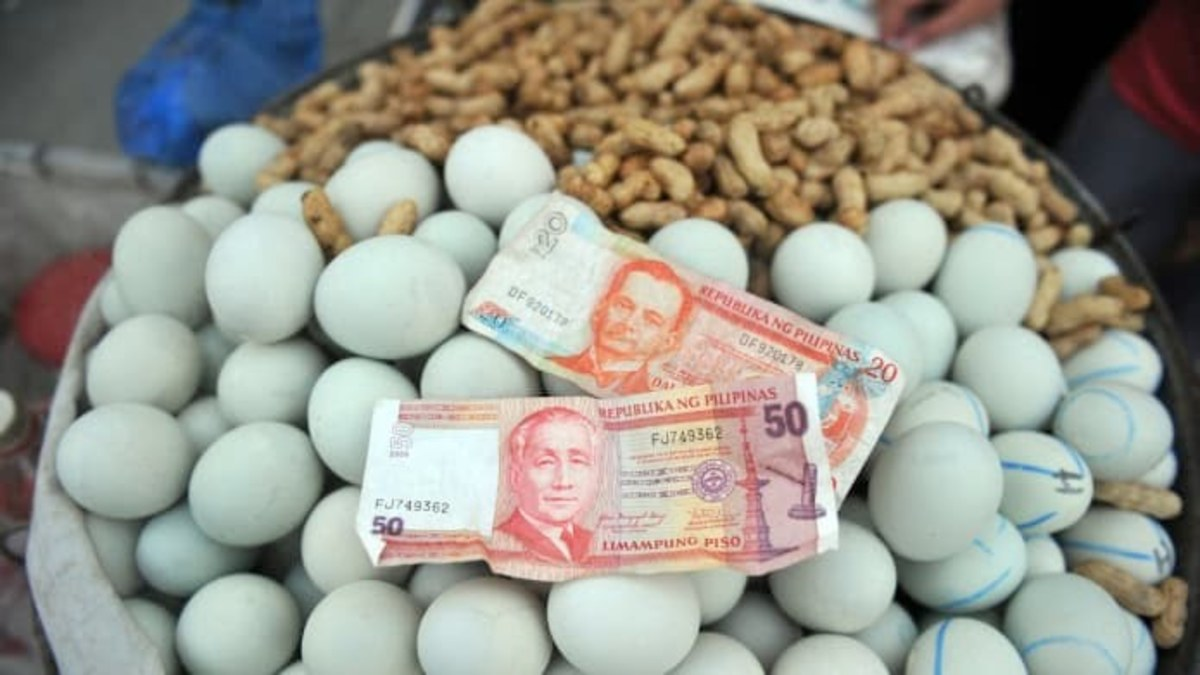 An example of how balut, alongside nuts, is sold on the streets of the Philippines. Photo from CNN.