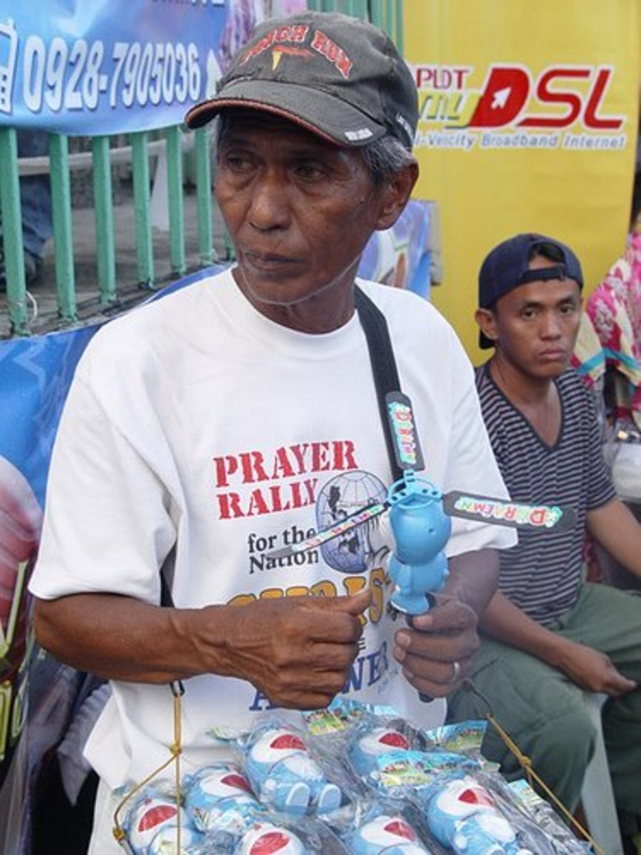 Toy vendor in the Philippines. Picture from filipinolifeinpictures.blogspot.com