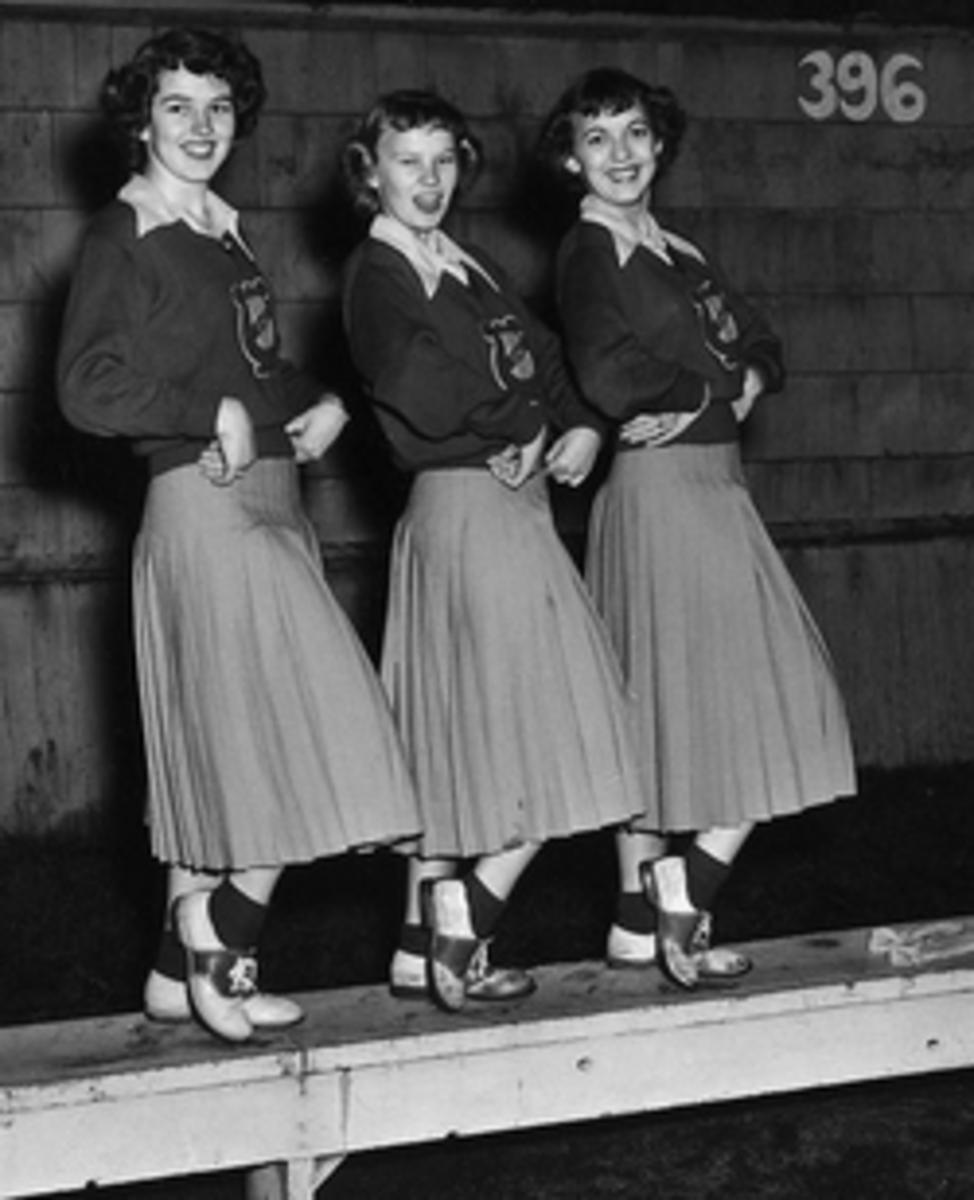 nfl-cheerleader-uniforms