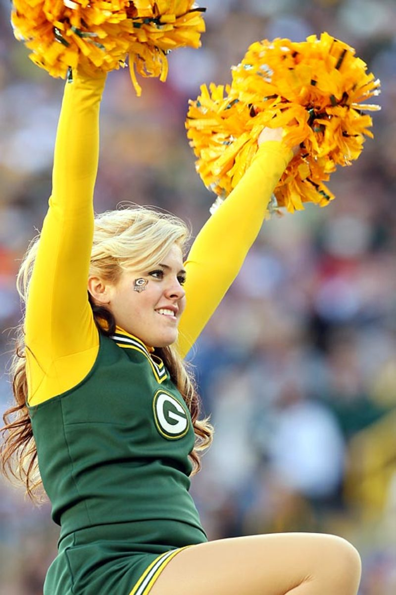 cheerleading uniform in Green Bay colors
