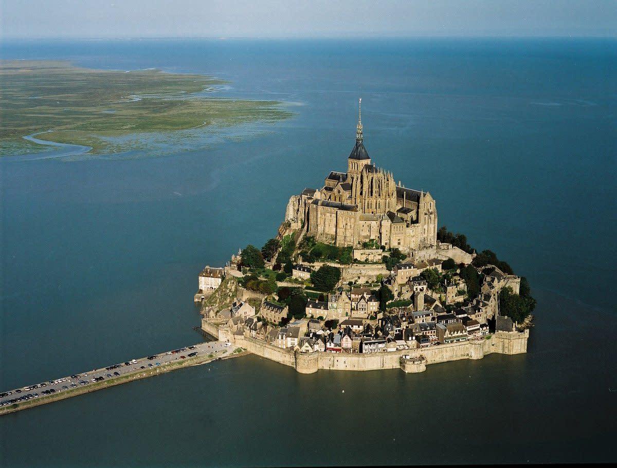 This castle is located in Quasi Island.