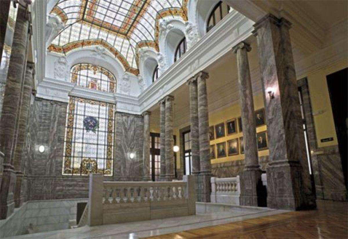 Lobby on the upper floor