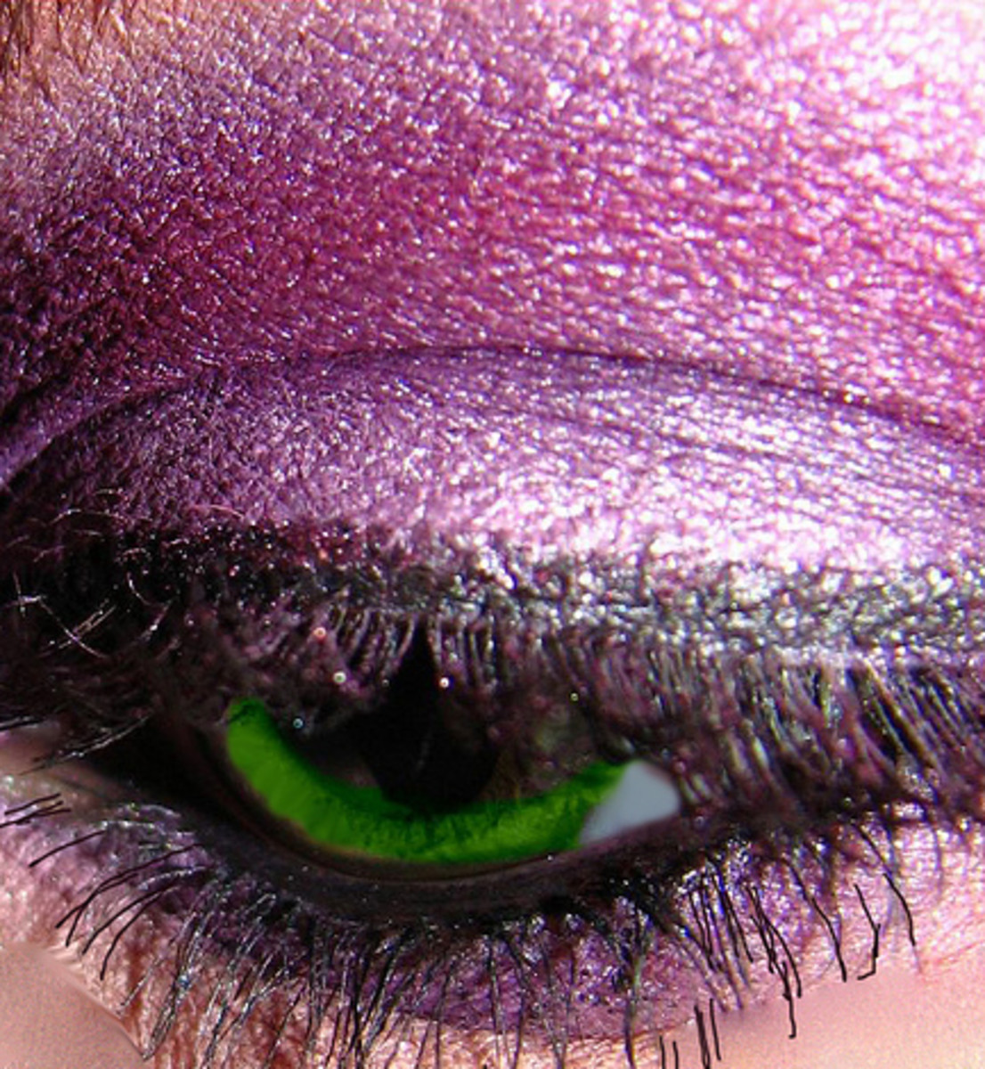 Purple eyeshadow really makes green eyes vivid.