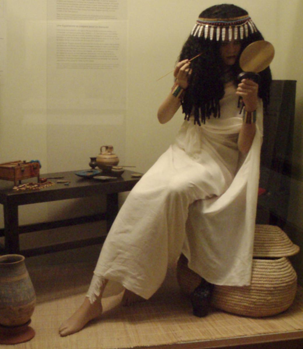 Display depicting an Ancient Egyptian woman (a manequin) applying makeup.