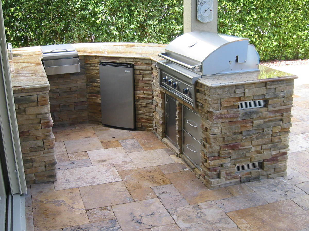 Outdoor Kitchen with built in infrared gas grill hybrid.  Commonly called infra-vection this BBQ is a convection cooker, smoker, rotisserie and infrared grill all in one.