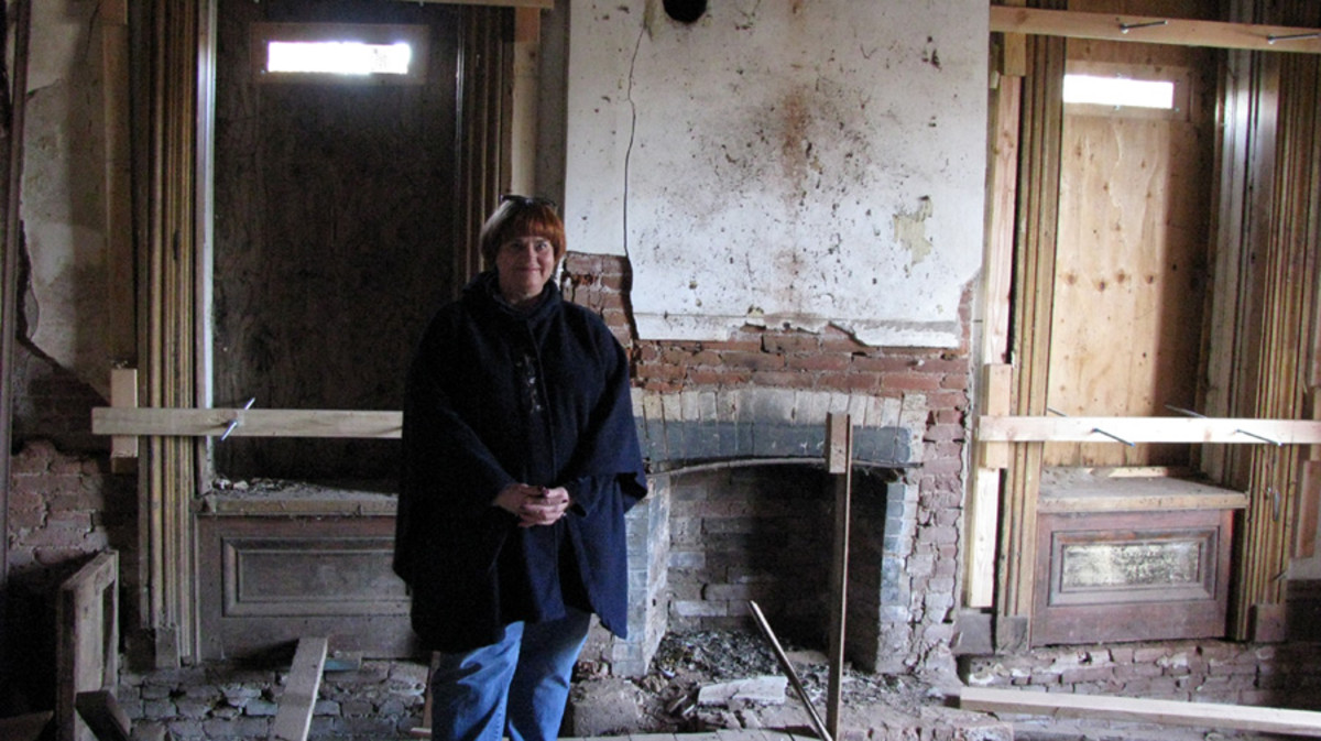 That's me standing in the parlor on the first floor.  John Crane opened some of the boards that were covering the windows for us.  The inside floors were covered with piegon droppings, so it was interesting walking around in there.