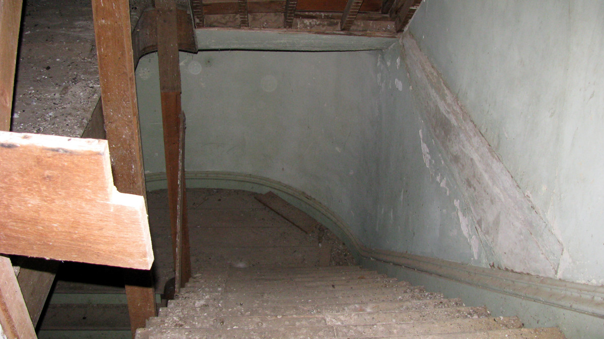 Spirit orbs in main stairwell coming down from the second floor to the first floor.