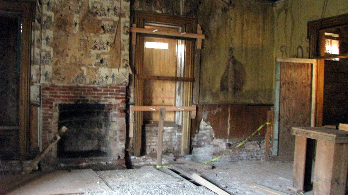 This was supposedly AJ's bedroom on the second floor.  Most of the old plaster walls and slats have been torn down.  John Crane told us that there was a man living in the house for a while who was attempting to renovate it.  He eventually gave up.  P
