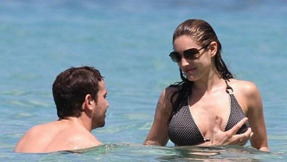 Kelly Brook, 29, and her 8-year-younger boyfriend Danny Cipriani