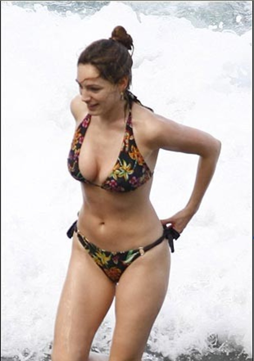 Sexy Kelly Brook Photos Collection