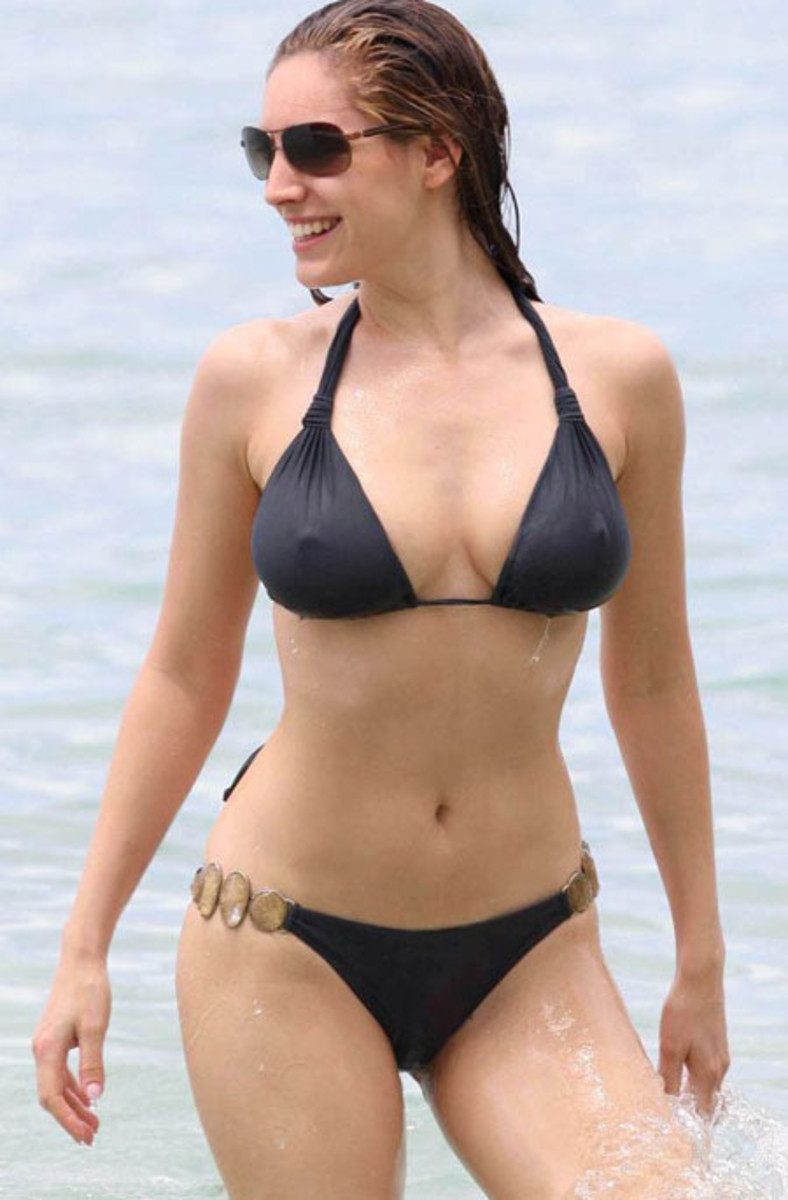 Kelly Brook Photo Galleries