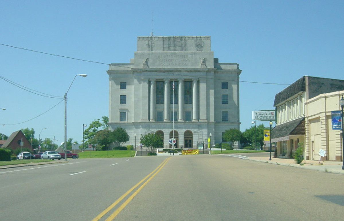The shared County Courthouse and Post Office straddles the border at one end of State Line Avenue. On the Texas side, alcohol is licensed tand sold, but not on the Arkansas side of town. On the Arkansas side, lottery tickets are legal.