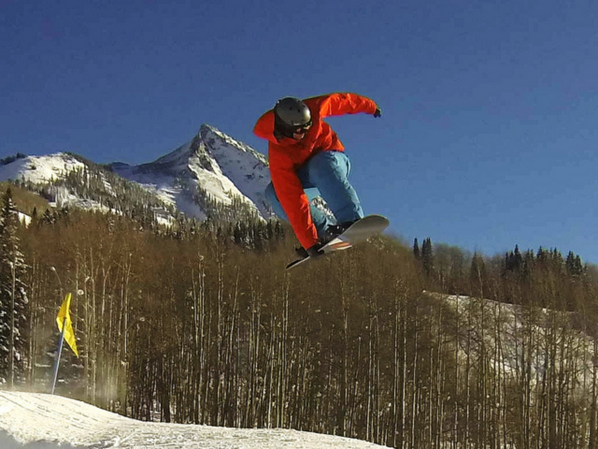 Should Snowboarders Wear Wrist Guards? - Join the Debate