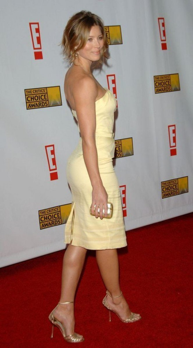 Jessica Biel elegance in a curve hugging yellow dress and gold ankle strap high heel on th red carpet