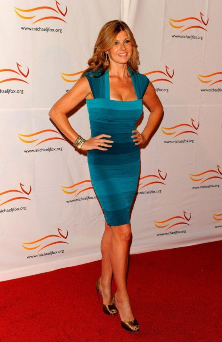 Connie Britton gorgeous in an aqua curve hugging mini dress and gold open toe pumps on the red carpet
