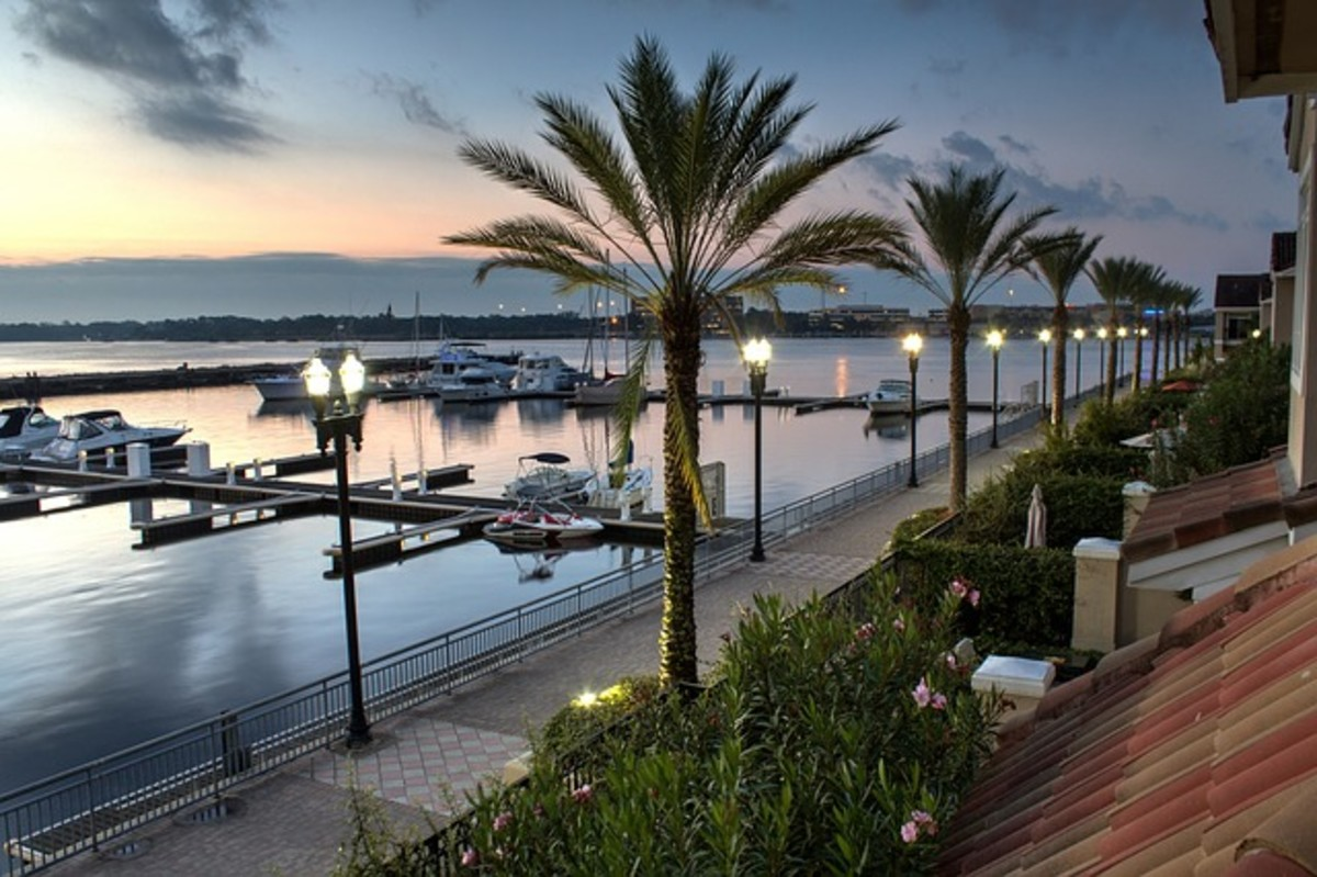 A relaxing sunset harbor is a welcome view to families, visitors, and retirees in Palm Harbor.