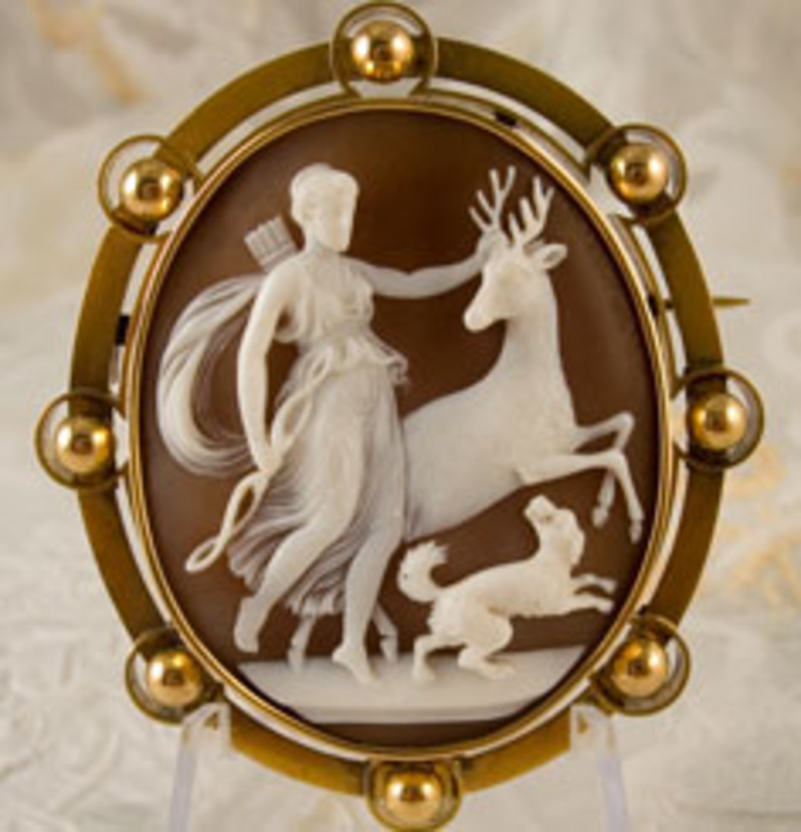 the-old-fashioned-art-of-cameo-carving