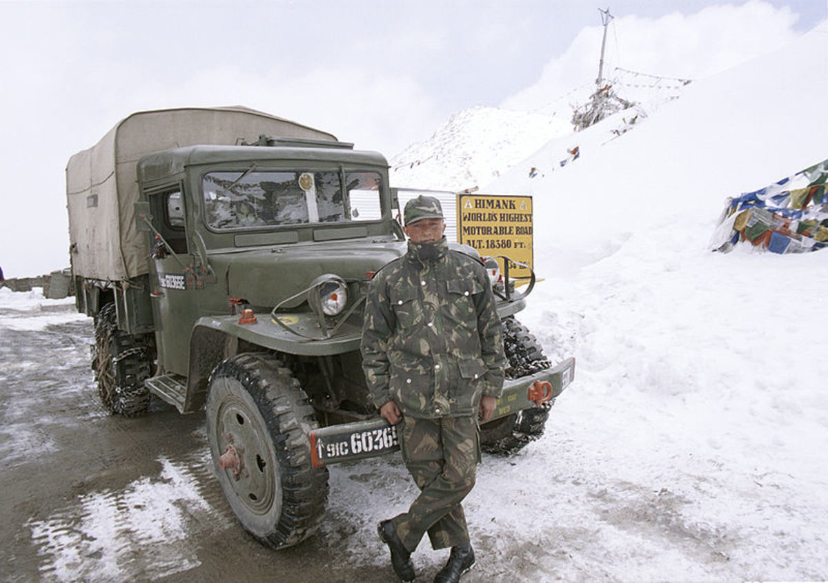 Army man at the Khardung La Pass