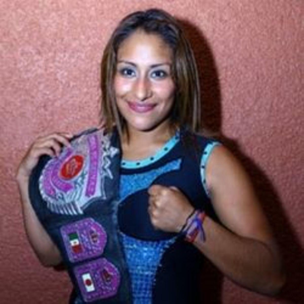 Luchadora Faby Apache