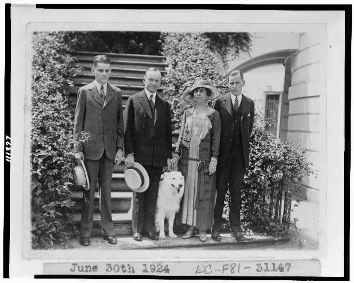 The family on June 30, 1924; Calvin Junior is standing on the left, next to the President.  A little later, probably, he sustained the blister that would kill him a week later.