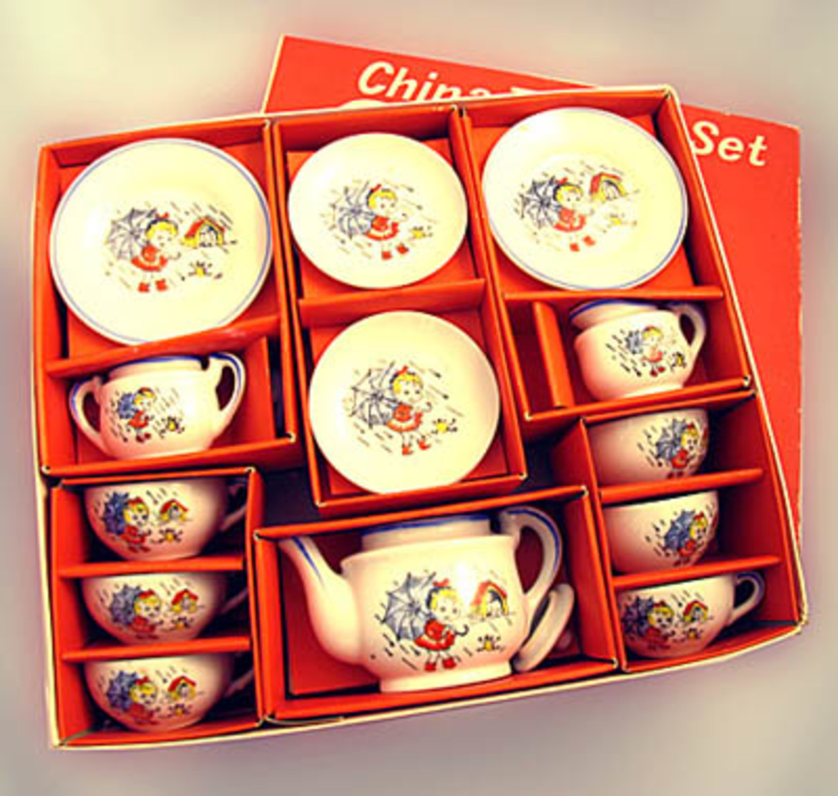 Vintage 1940's child tea set