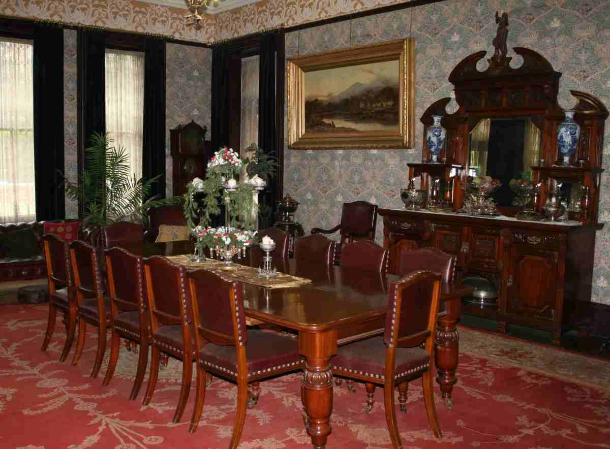 The Treaty of Vereeniging was signed on this table in this room in Melrose House, Pretoria. Photo Tony McGregor