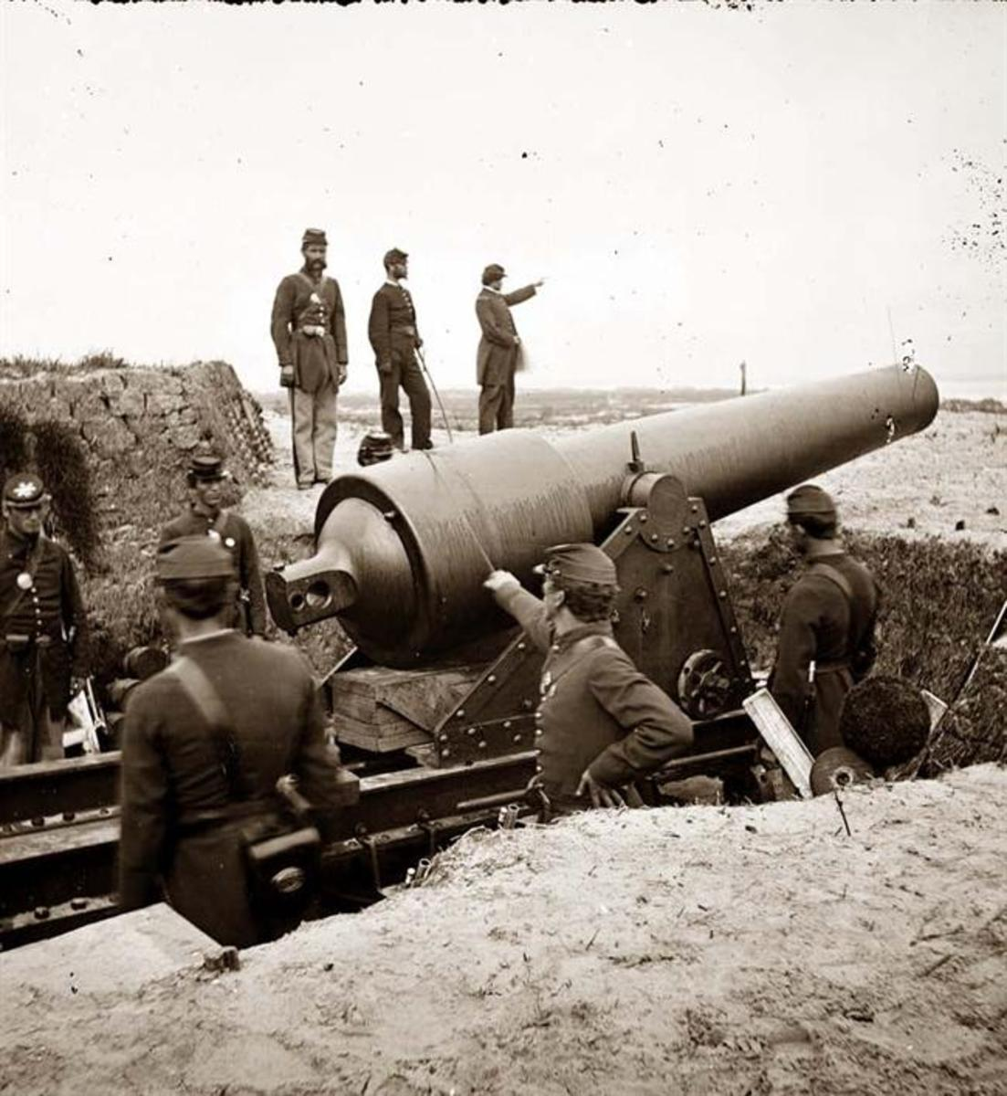 Union soldiers with big gun at Fort McAllister in Georgia