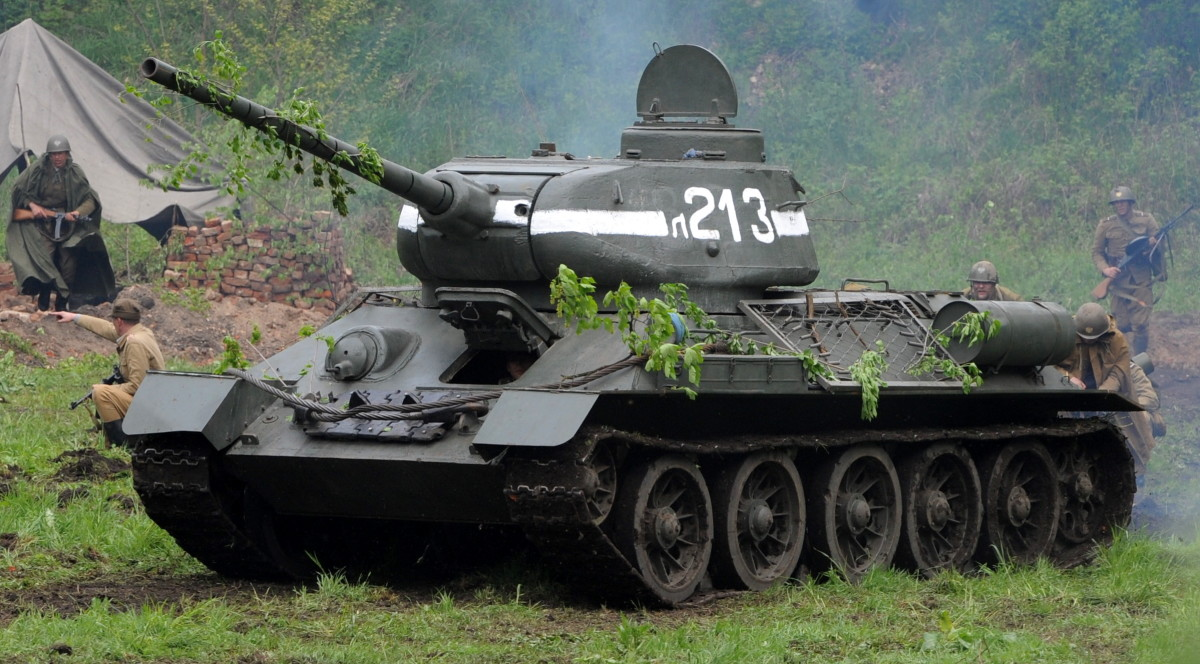 Russian T-34 (T34) Battle Tanks of the World War II in action