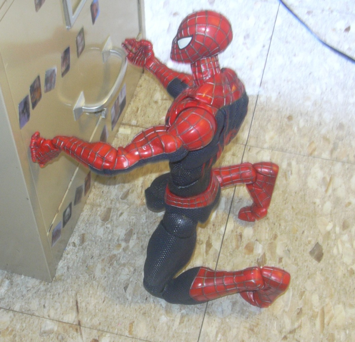 The super poseable Spider Man action figure is kneeling here.  Look at the toes...they bend.