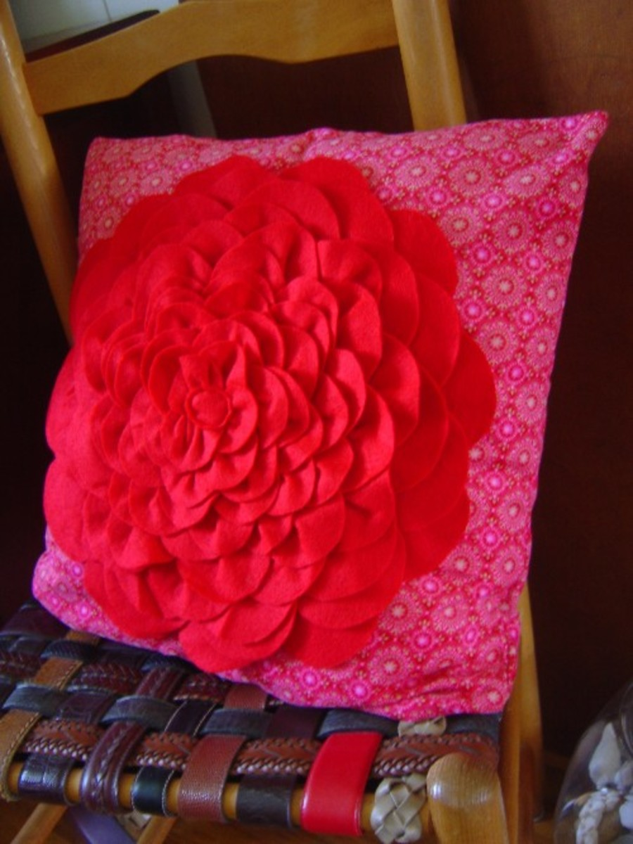 Felt Crafts Petal Pillow