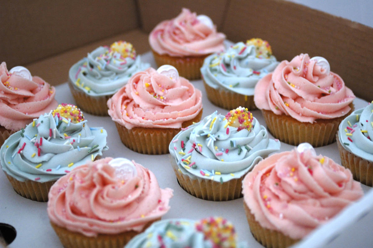 Cupcakes are delicate creatures.  You must package them carefully.