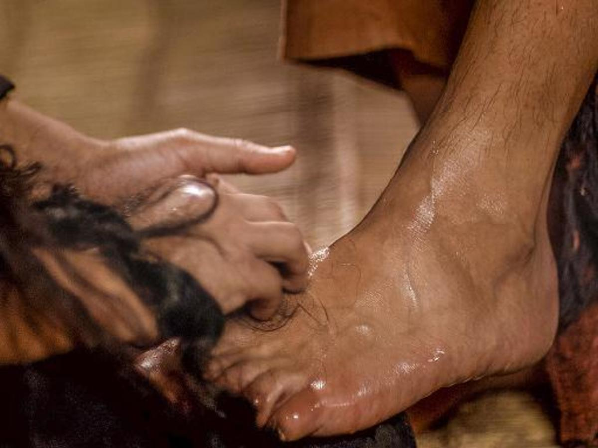 Washing the Disciples Feet: Jesus' Example of Humility