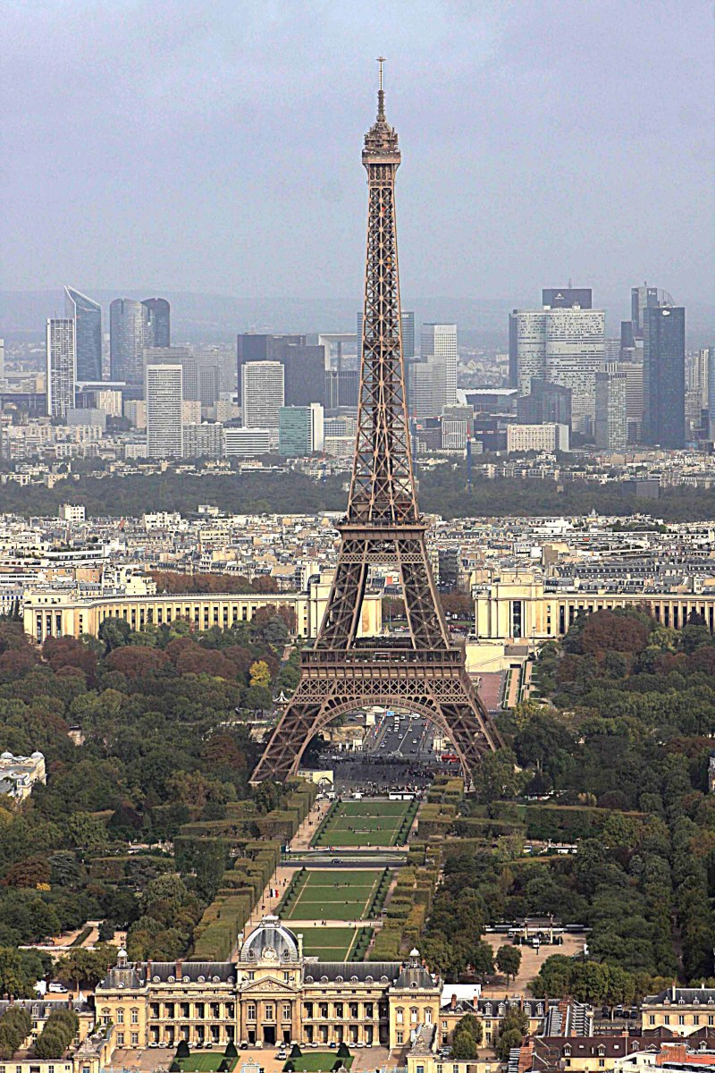 The Eiffel Tower photographed from the Montparnasse Tower to the south - you can ascend Eiffel's Tower itself to take photos, but 'Tour Montparnasse' is a better alternative for shooting bird's eye pictures (see also Page 2)