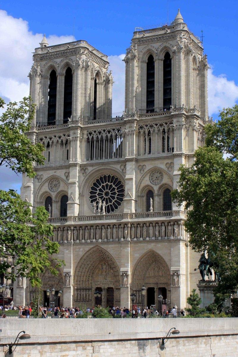 Paris; A Photographic Tour of the Main Sites along the Seine