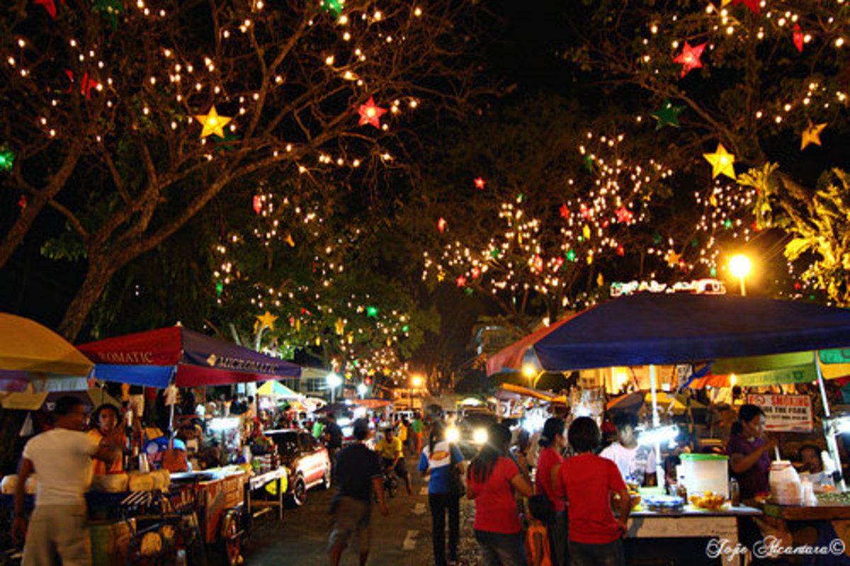 Rizal Park at night