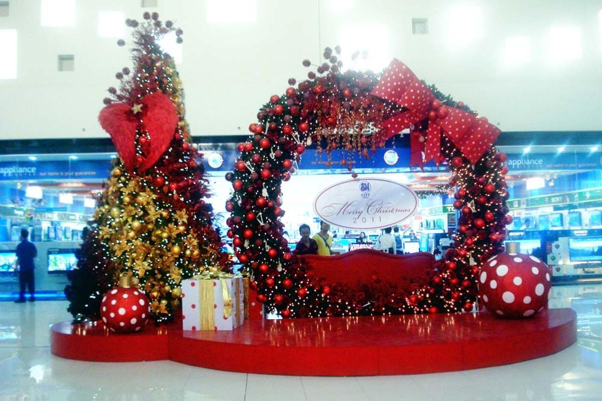 Giant Christmas Wreath Display of SM City Davao