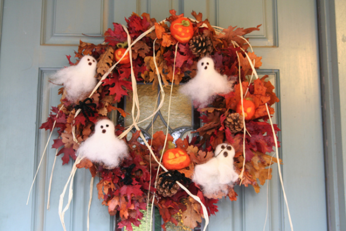 Made with felted ghost and pumpkin ornaments.