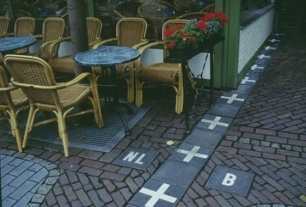 The border between Belgium and the Netherlands in a cafe