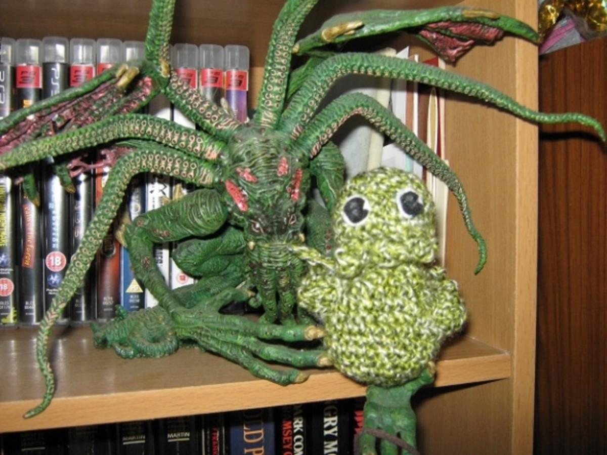I had a Halloween frenzy with the book Creepy Cute Crochet - so here's little Cthulhu.
