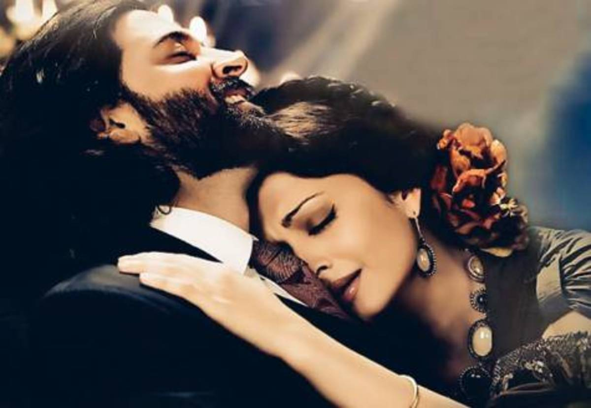 Hrithik Roshan and Aishwarya Rai in Guzaarish.