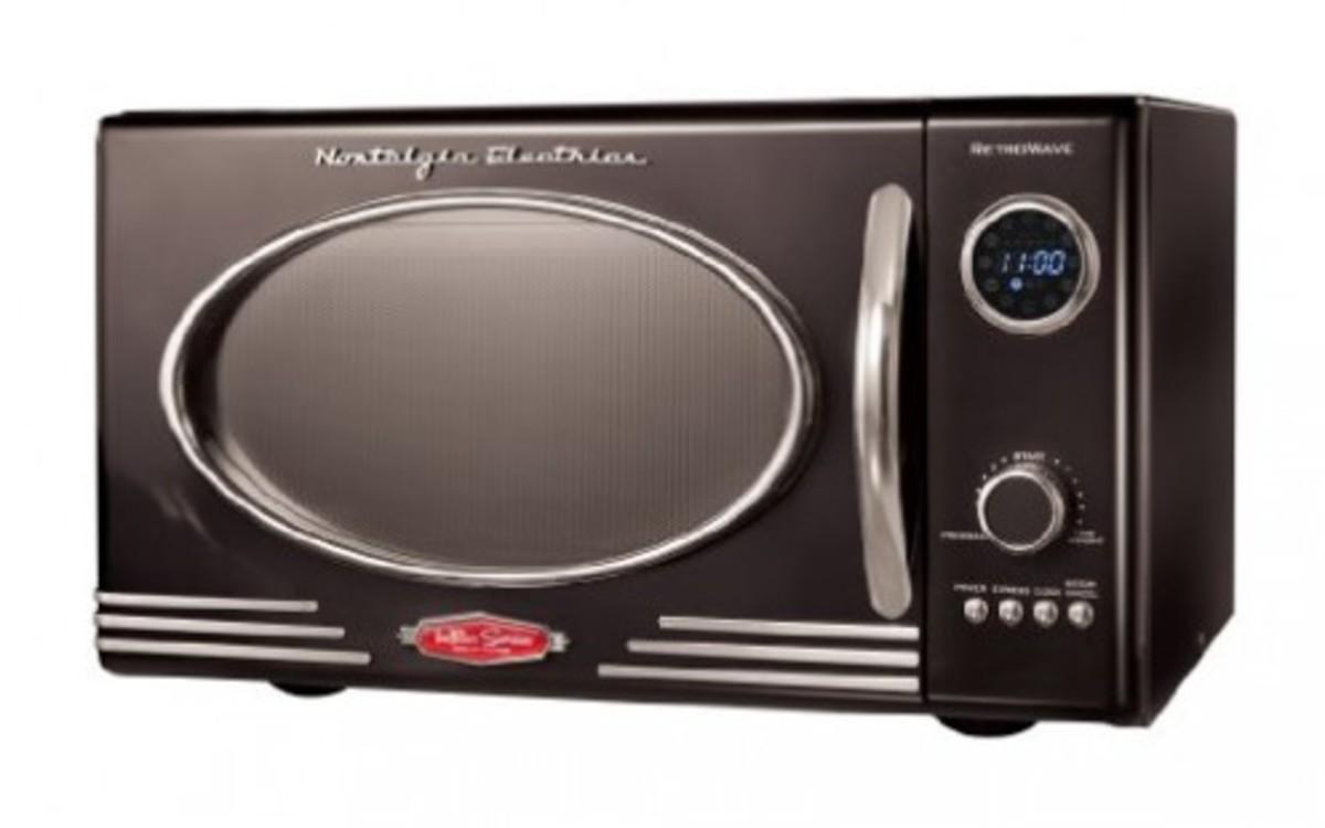 Retro microwave from Nostalgia Electrics