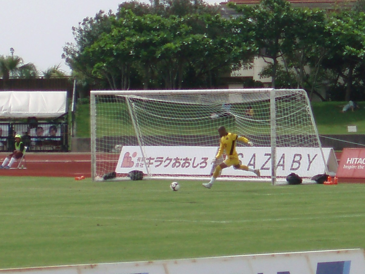 Japanese Goalkeeper taking a goal kick