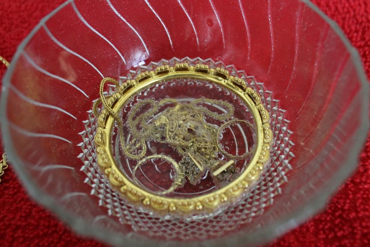 Jewelry soaked in club soda