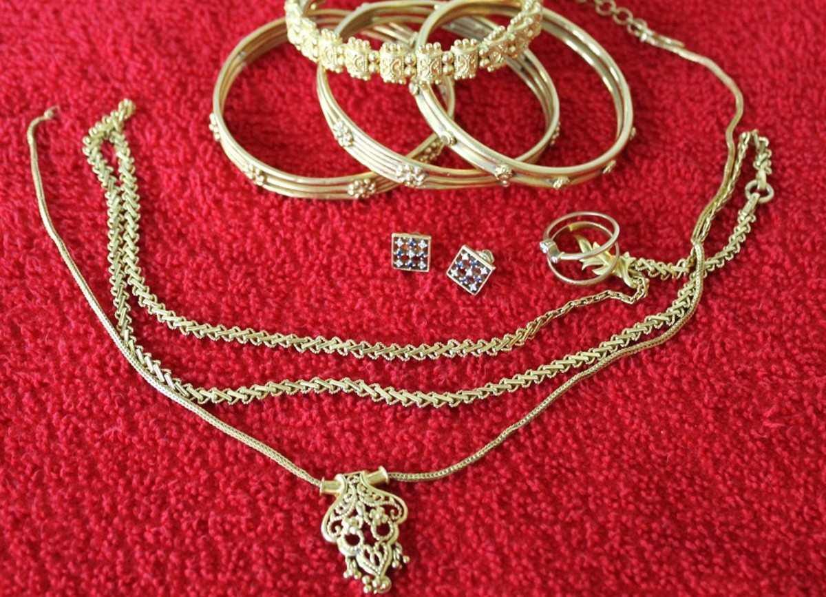 Gold jewelry before cleaning