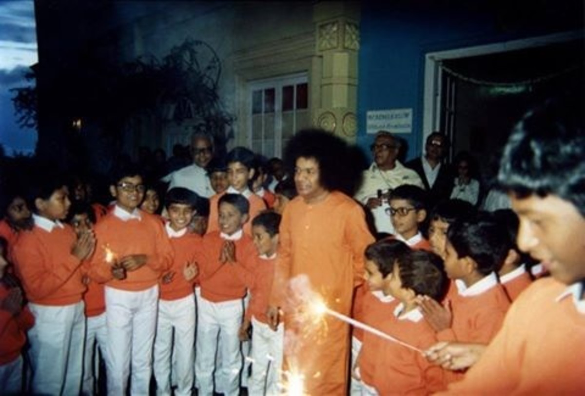 Bhagawan would also distribute sparklers personally to the children, truly 'lighting' up the day for them!