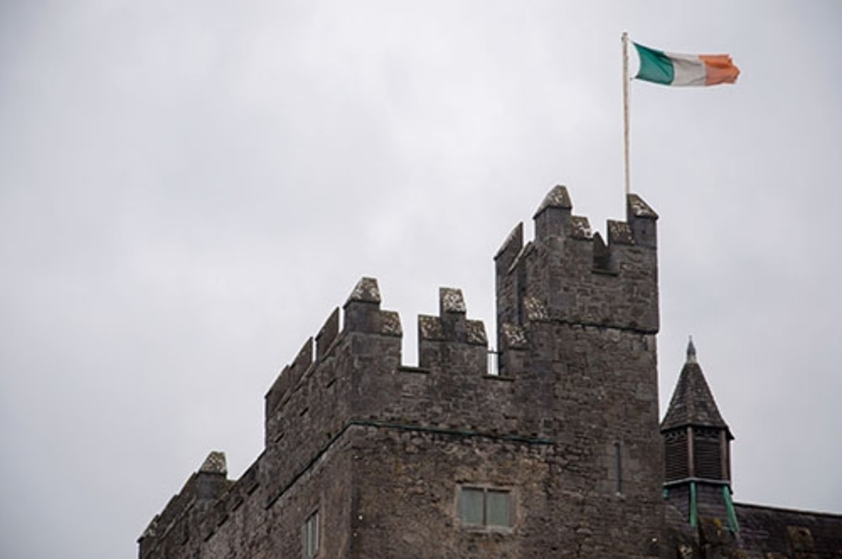 The Iris tricolor flag flying above the castle.
